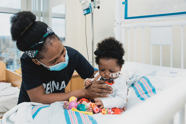 Cardiology patient Kiki with her mother in the hospital room